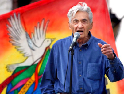 Howard Zinn speaking at a peace rally • Date unknown